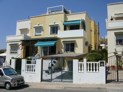 Here we are pleased to offer you this absolute bargain, we have this great condition south facing,Spain