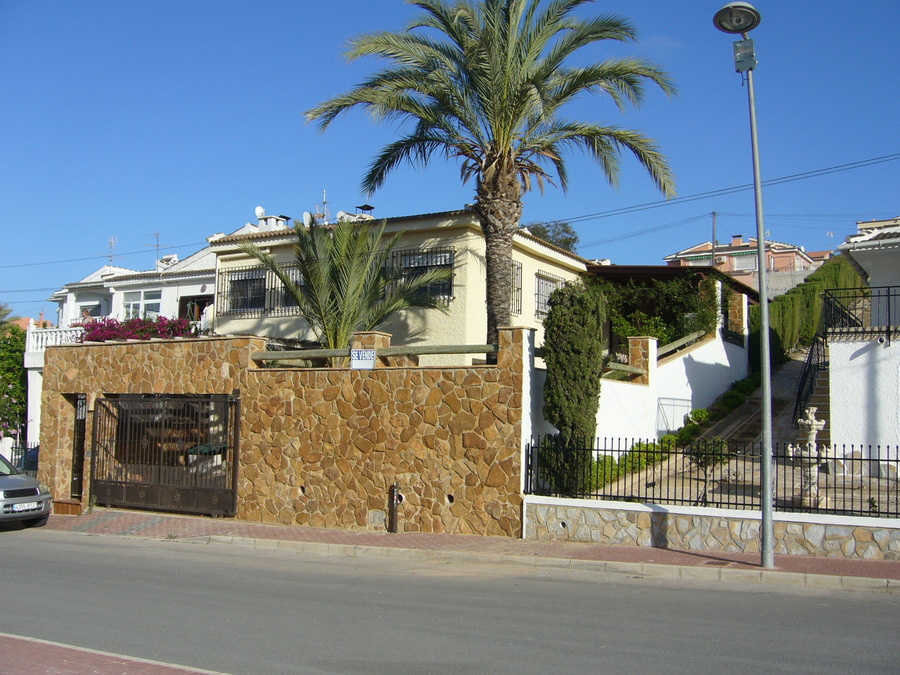 Ref:R-51498 Villa For Sale in Los Balcones