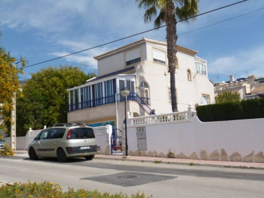F0705: Villa for sale in Villamartin, Alicante
