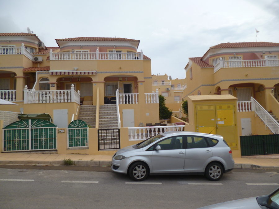 F1031: Townhouse for sale in Villamartin, Alicante