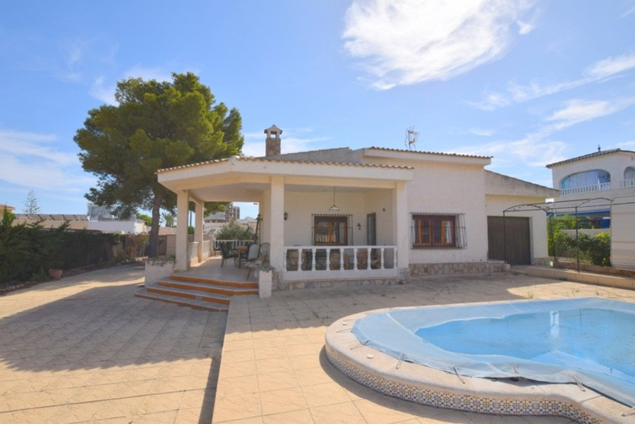 F3049: Villa for sale in La Zenia , Alicante