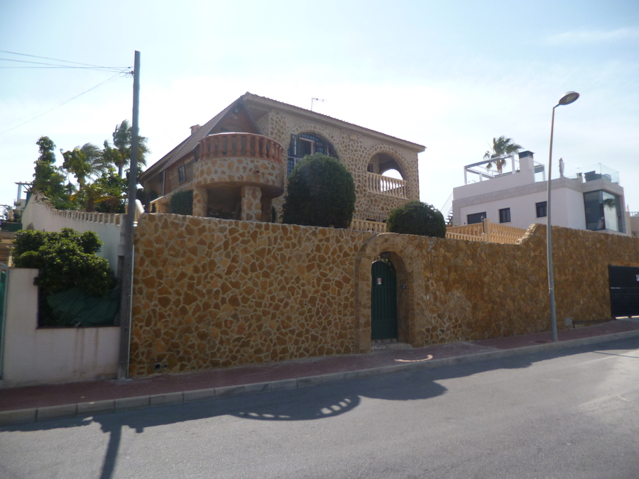 Ref:R-35925 Villa For Sale in Los Balcones